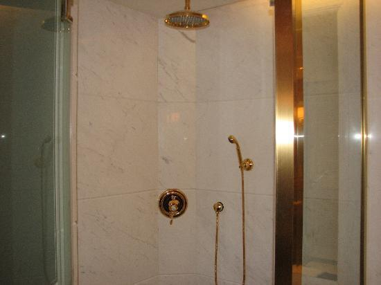 Grand Central Hotel Shanghai: shower