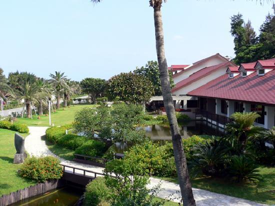 Okuma Private Beach & Resort : ホテル外観(ロビー&レストラン)
