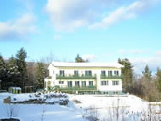 Coppertoppe Inn & Retreat Center: Coppertoppe Inn with snow on Newfound Lake in Hebron, NH