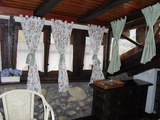 Agroturismo Txopebenta: Cozy windows