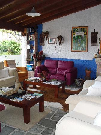 Hotel Rural Cuartamenteru: Porch