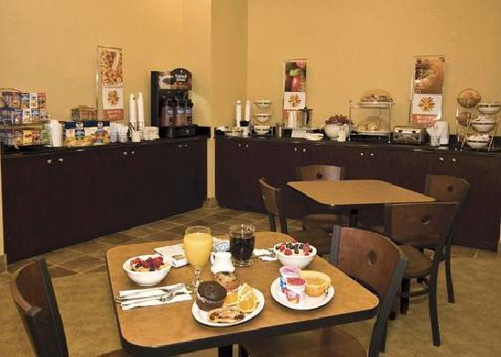 Sleep Inn & Suites : Breakfast