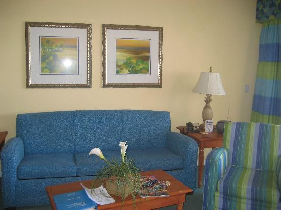The Resort on Cocoa Beach: living room