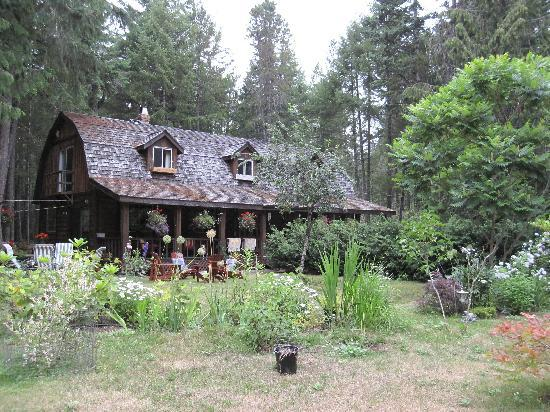 Cedar Song B&B and Cottage: The B&B