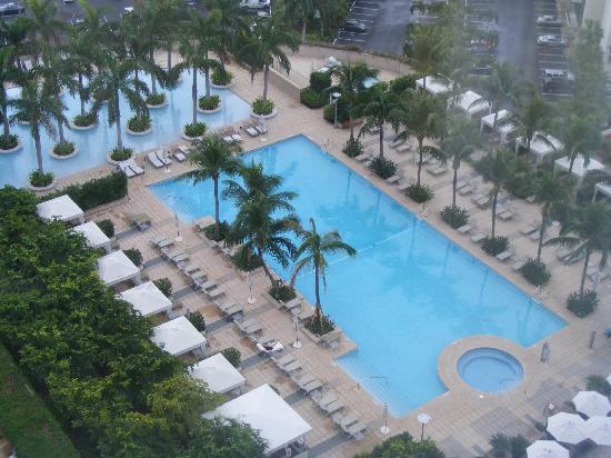 Four Seasons Hotel Miami: pool area