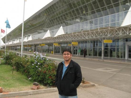 Aeroporto Etiopia : In front of addis ababa airport chilly weather picture