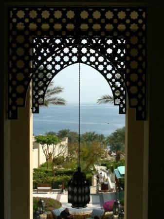 Four Seasons Resort Sharm El Sheikh: Vista do mar a partir do interior do Four Seasons