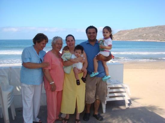 Quijote Inn: ...aqui e nuestras vacaciones en la playa, muy padre no la pasamos.