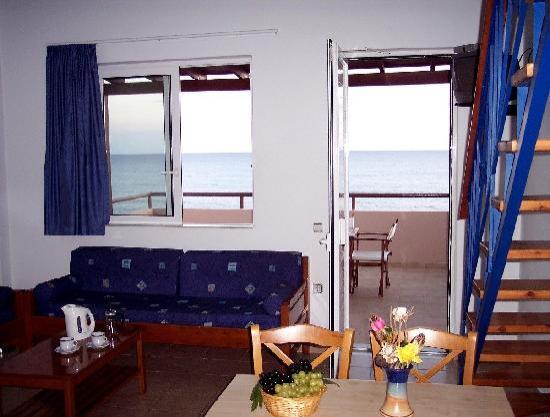 Sea Breeze Apartments & Studios: 2-4 person sea view apartment (upper level)