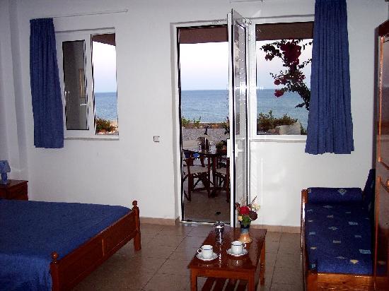 Sea Breeze Apartments & Studios: 2-3 person sea view studio (ground level)
