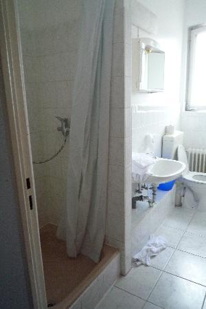 enjoy hotel Berlin City Messe : Salle de bain