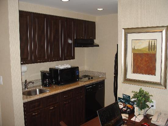 Homewood Suites by Hilton Burlington: Kitchen