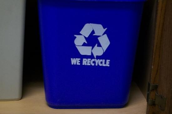 Homewood Suites Syracuse/Liverpool: I LOVE THIS!!!  It's about time recycle bins are found in hotel rooms