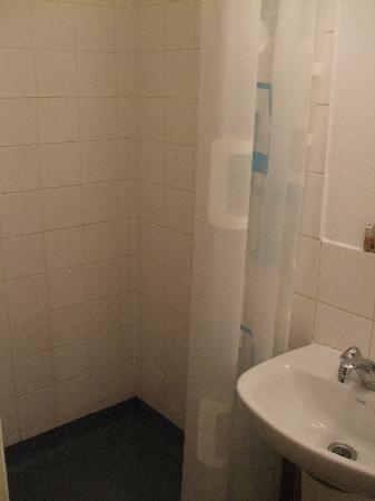 Belgrave House Hotel London Victoria: Shower