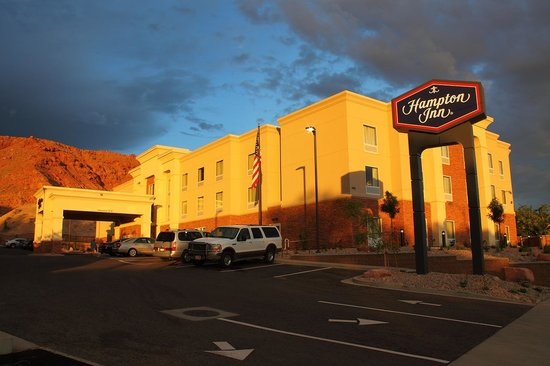 Hampton Inn Moab: Sunset on the Hampton Inn