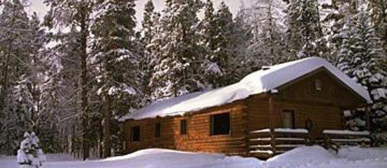 Latigo Dude Ranch : Cozy Cabin in the Winter Resort