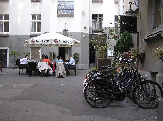 Antique Apartments Plac Szczepanski: courtyard
