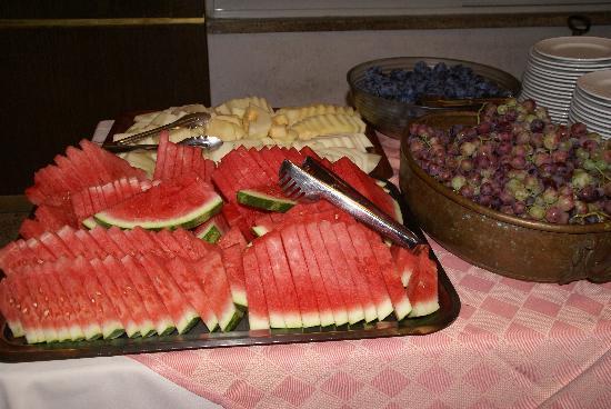 Gloria Hotel: Fruits & desserts