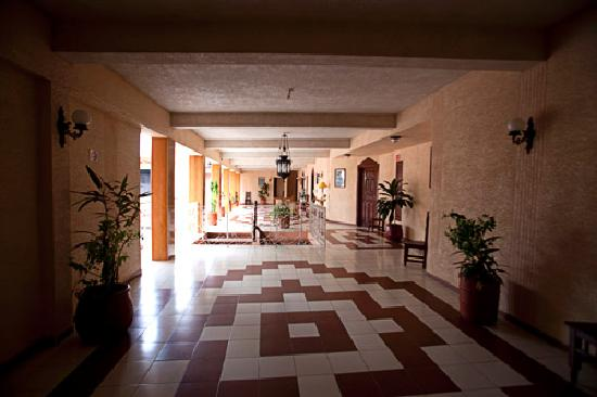 Ticul, Mexico: Hallway Outside Rooms