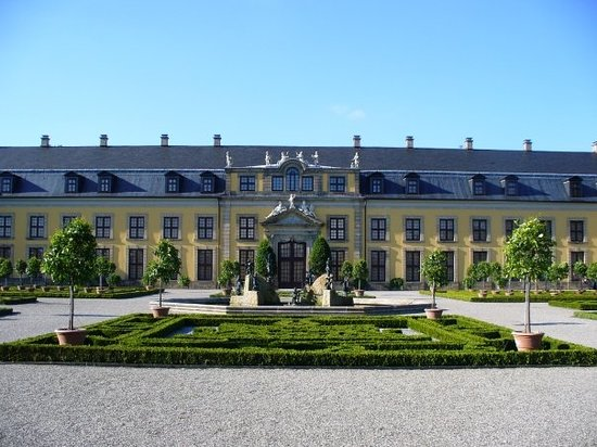 Hannover, Duitsland: The Galery Building in the Great Garden.
