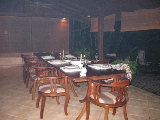 The Villas at Stonehaven: 10 person outdoor dining table