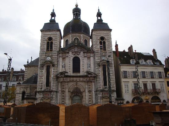 Logis A La Villa Boucicaut : one of the cathedrals in town