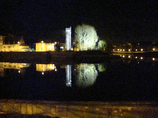 Logis A La Villa Boucicaut : view of the bridge and river at night