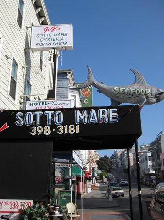 Sotto Mare Oysteria & Seafood: Outside View - Green St (off Columbus)