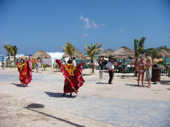 Tequila Beach Club: Mexican Dancers