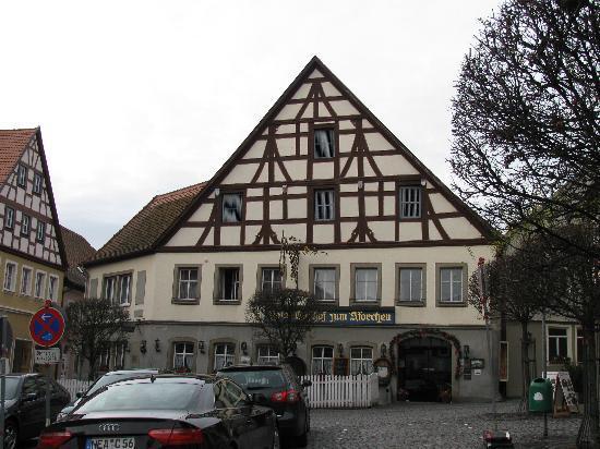 Flair Hotel zum Storchen: Hotel, parking in front