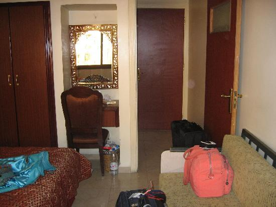 Al-Madinah / City Hotel: Lived-in Hotel room, a different view