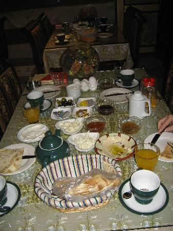Al-Madinah / City Hotel: Breakfast...was delicious everyday