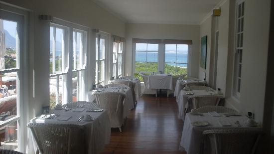 Ocean Eleven Guesthouse: Breakfast room