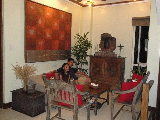Amarela Resort: waiting area at the lobby. see the antiques..