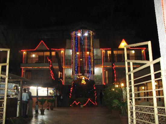 Hotel Kumar Plaza: Night view