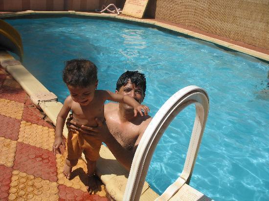 Hotel Kumar Plaza: swimming pool