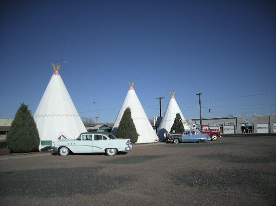 Wigwam Motel: Car park