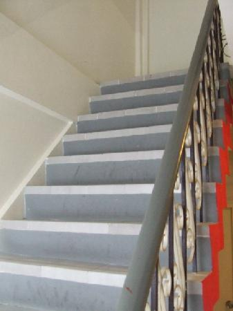 Baan Saladaeng Boutique Guesthouse: stairs up