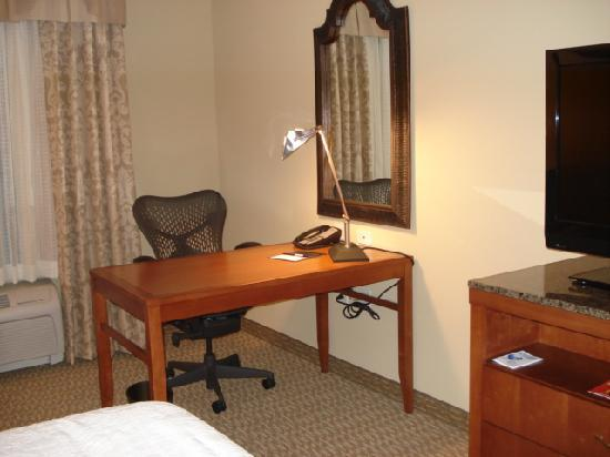 Hilton Garden Inn Atlanta West/Lithia Springs: Desk area