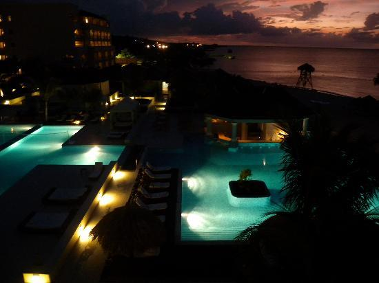 Iberostar Grand Hotel Rose Hall: View from balcony at night of the resort