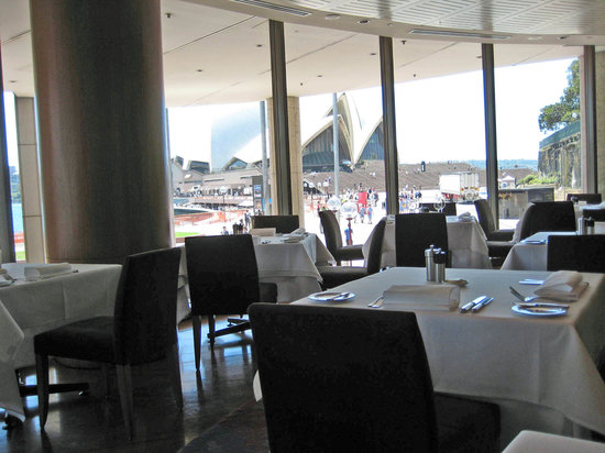 Aria restaurant sydney central business district for Dining room operations