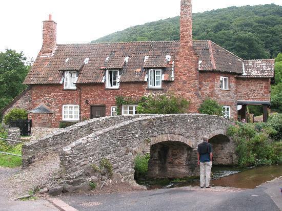 Fern Cottage B&B: Allerford brige nearby