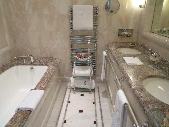 Hotel de Crillon: バスルーム