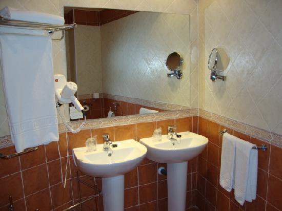 Ecohotel Puerto de Ojen: baño