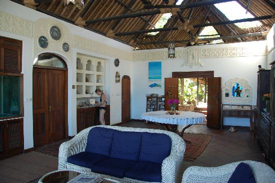 Diani Blue: Open living room overlooking the sea