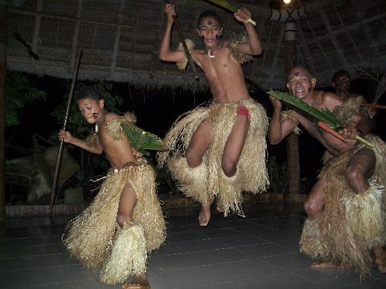 Paradise Taveuni: Fiji Night - local dancers