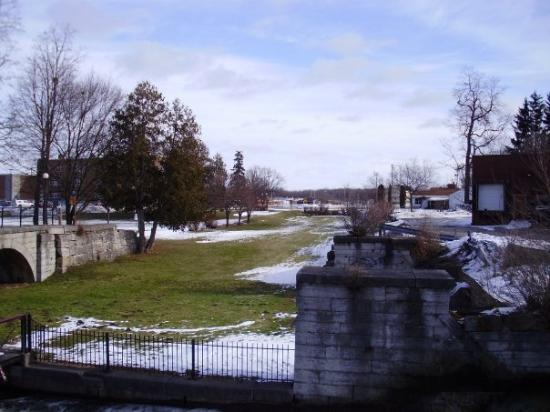 Syracuse, NY: Erie canal looking east