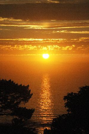 Camps Bay Ridge Guest House: another stunning sunset at Camps Bay Ridge