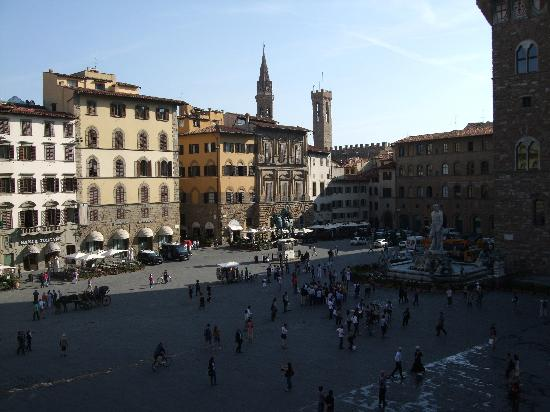 Relais Uffizi: 朝食の部屋からみるシニョリーア広場