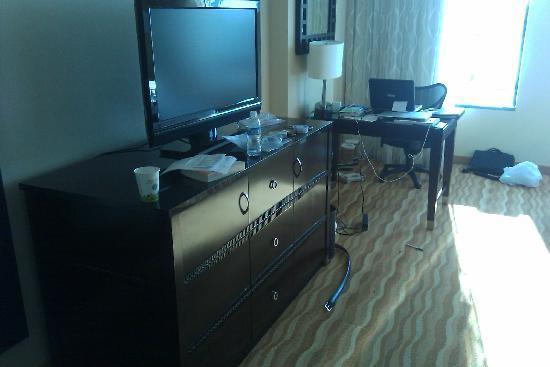 Renaissance Baltimore Harborplace Hotel: tv
